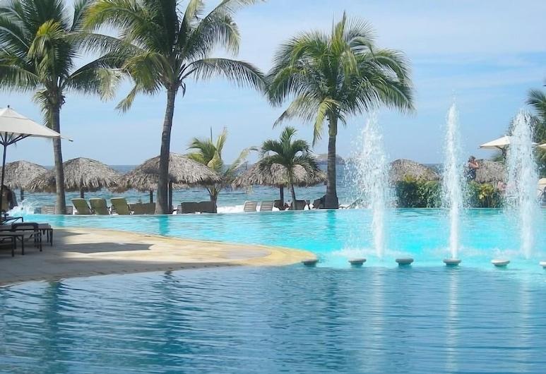 Bay View Grand Marina 3BR , Ixtapa, Buitenzwembad