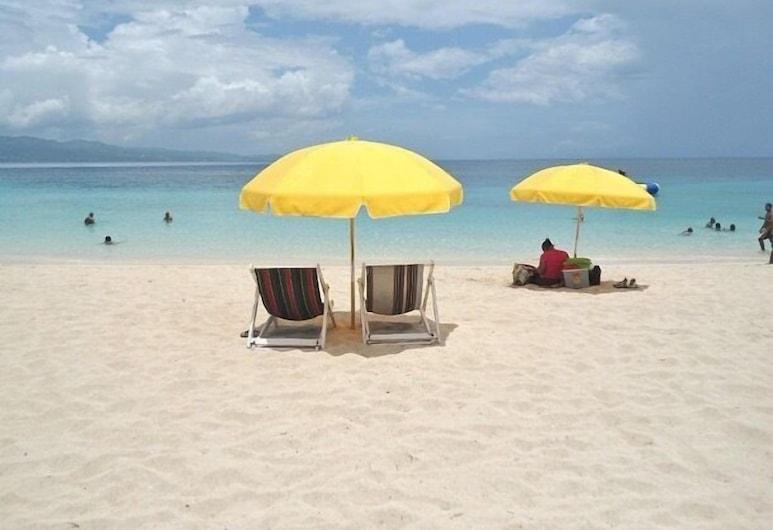 Irie Beach Studio, Teluk Montego