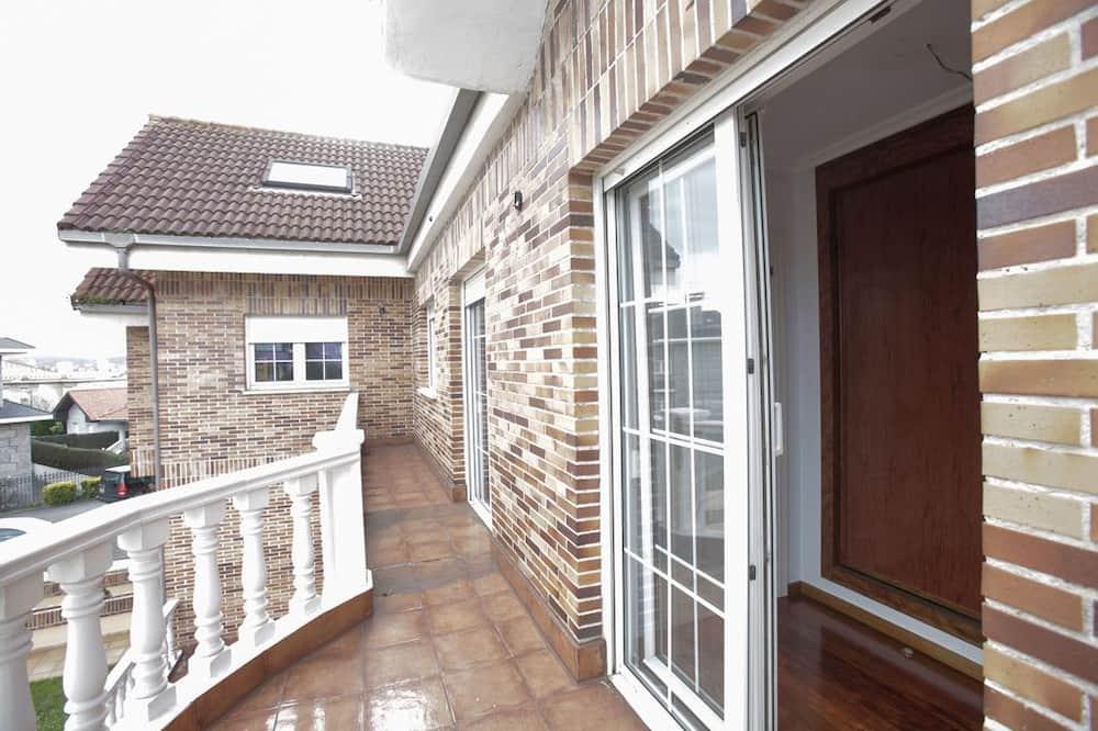 Shared Dormitory (6 beds) - Balcony
