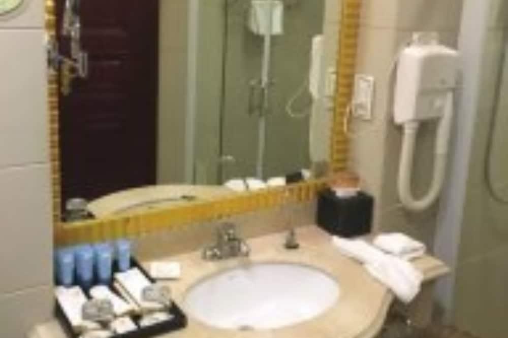 標準雙床房, 湖景 - 浴室