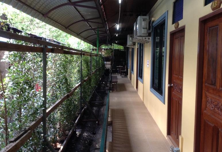 BC guesthouse Si Phraya, Bangkok, Standard szoba két külön ággyal, Terasz/udvar
