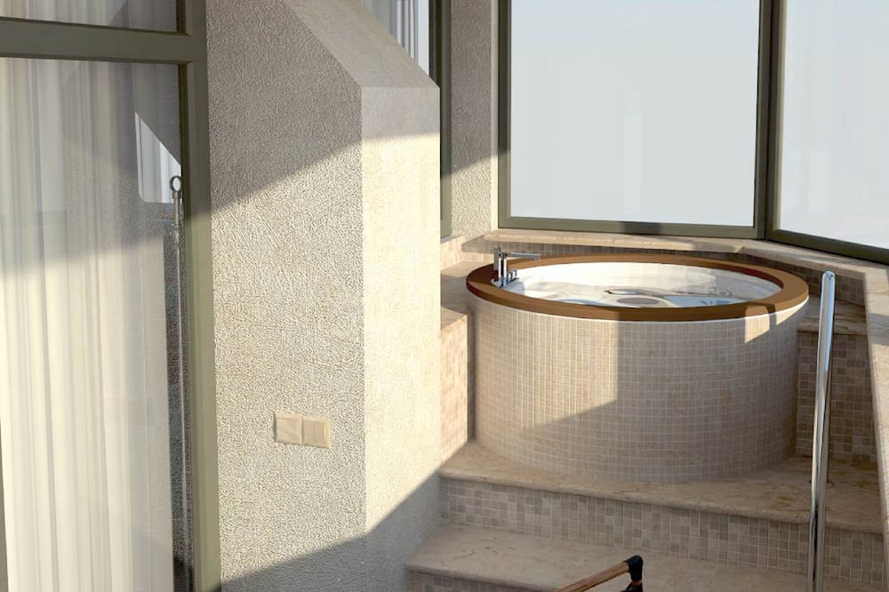 Superior Suite, Jetted Tub, Sea View - Outdoor Spa Tub