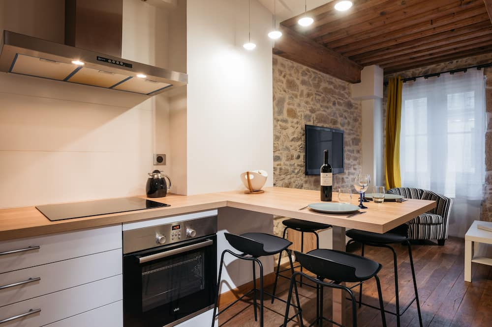 Luxury Apartment, City View - In-Room Dining