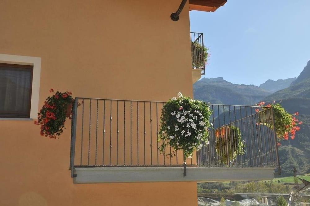 Kambarys (1 dvigulė / 2 viengulės lovos), balkonas - Balkonas