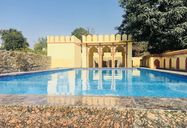 Sajjan Bagh, Pushkar, Piscina all'aperto