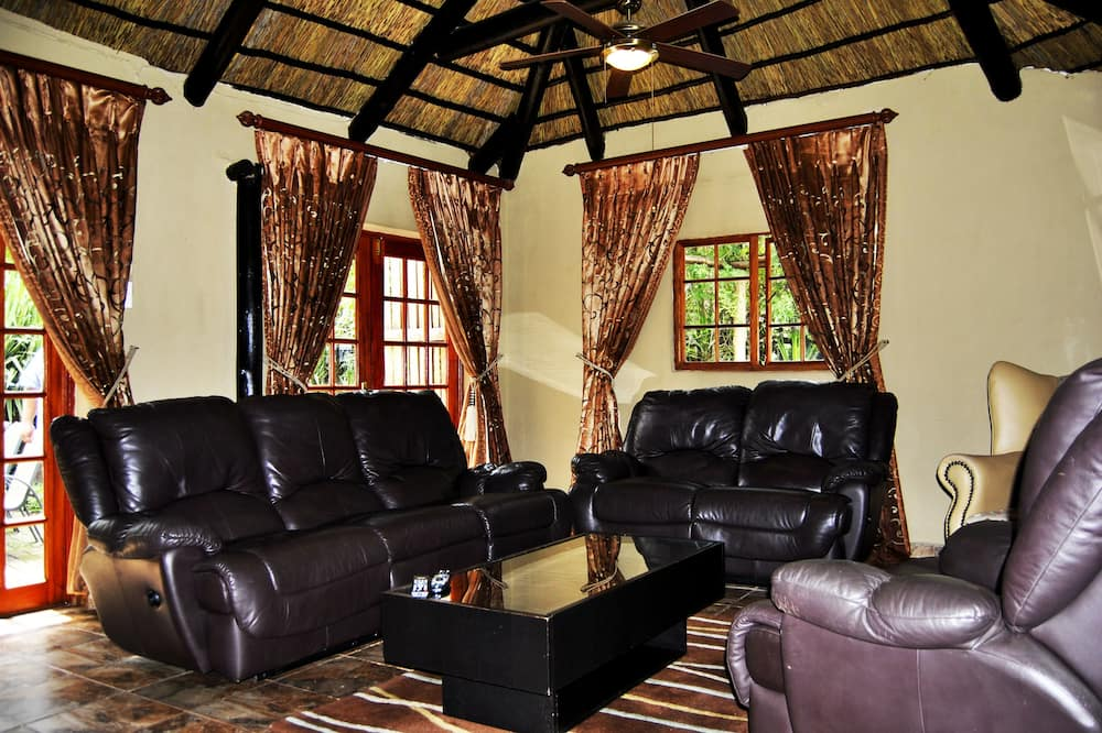 Family Cottage - Living Area