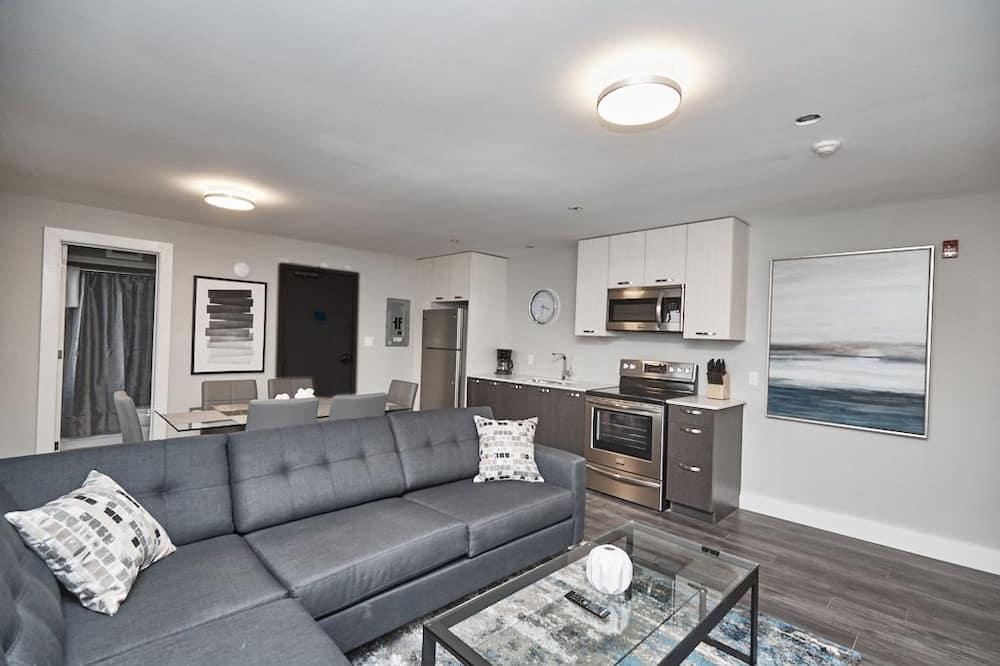 Condo, 2 Bedrooms (402) - Living Area