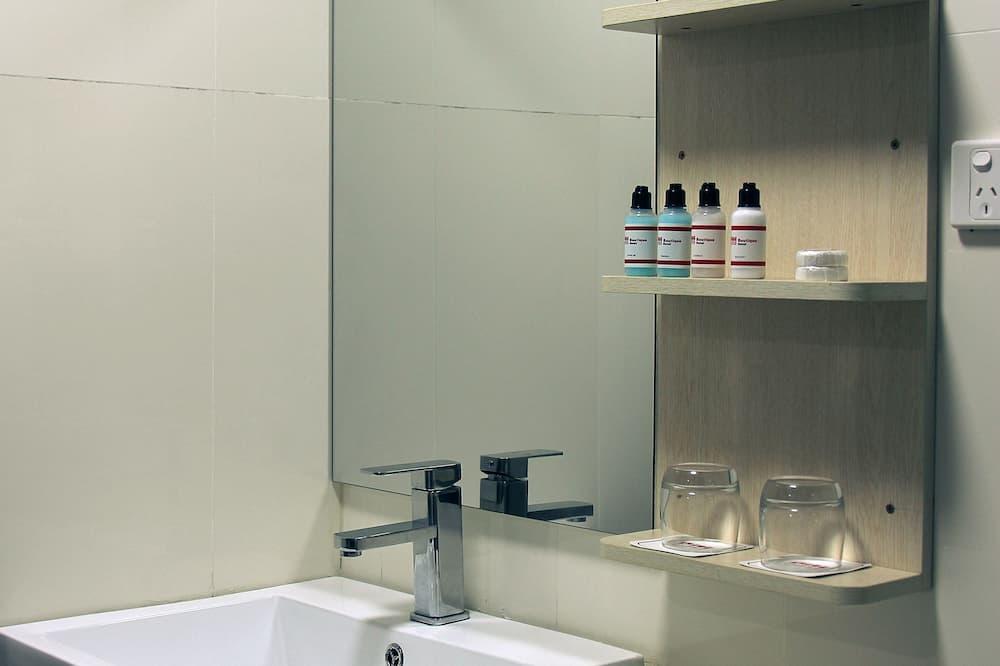 Deluxe Double Room, Multiple Beds - Bathroom