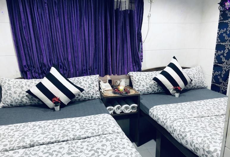 Premium Lounge, Kowloon, Suite, 2 Bedrooms, Guest Room