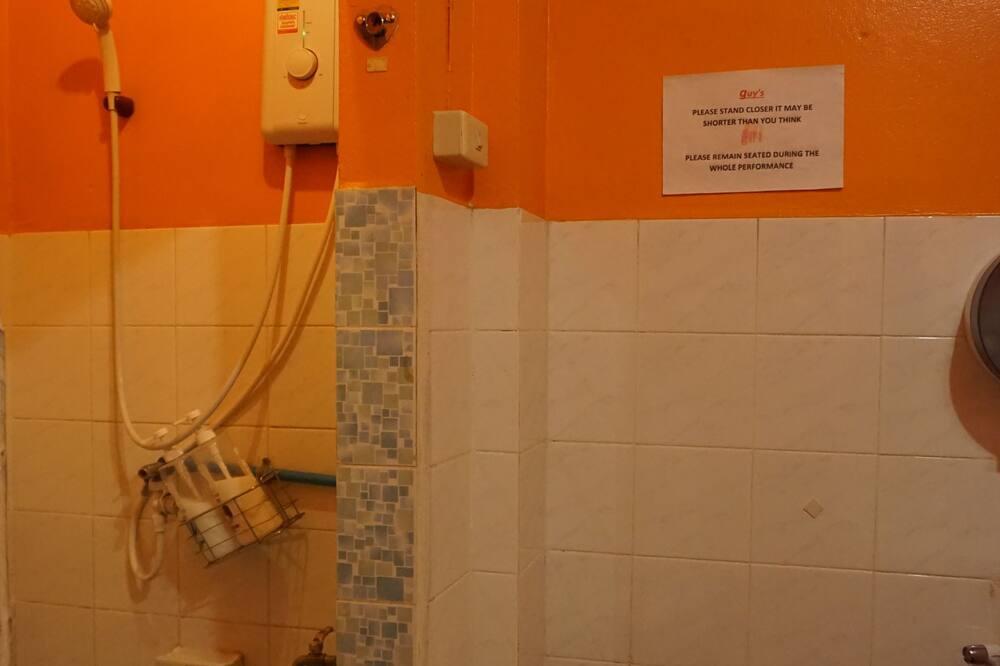 8-Bed Mixed Dormitory  - ห้องน้ำ