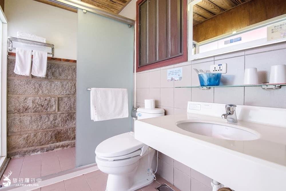 Deluxe Quadruple Room, 2 Double Beds, Refrigerator, Courtyard Area - Bathroom