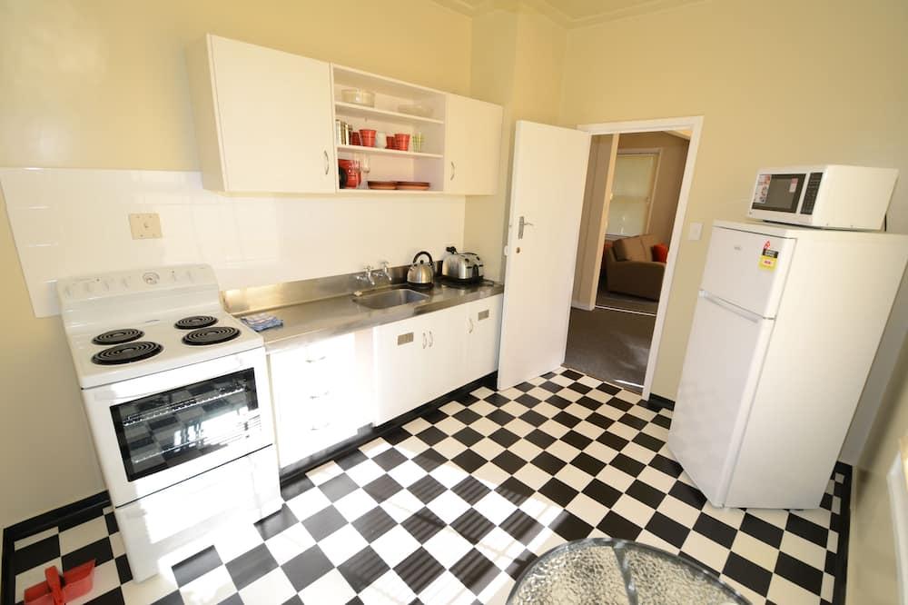 Studio, 1 Queen Bed - Shared kitchen
