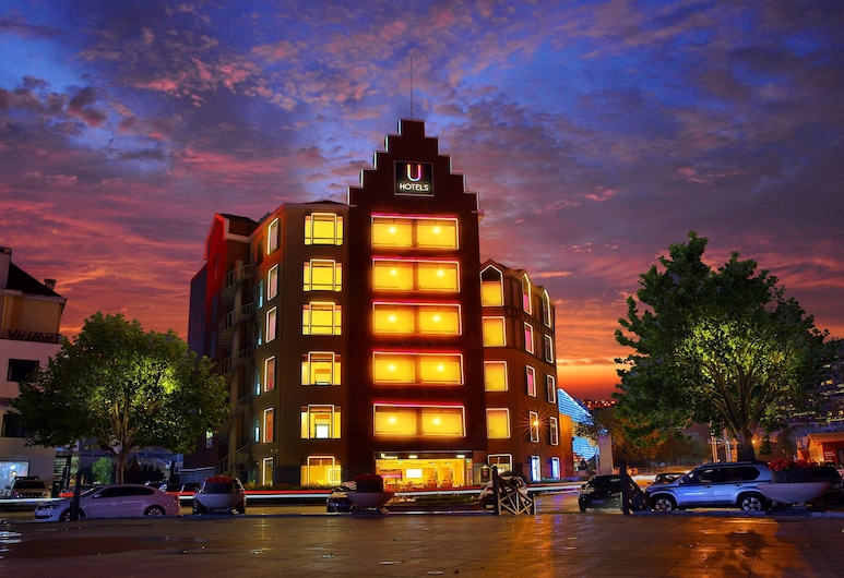 U HOTELS, Qingdao, Hotel Front – Evening/Night