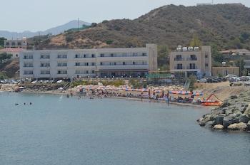 Φωτογραφία του Tylos Beach Hotel, Κάτω Πύργος