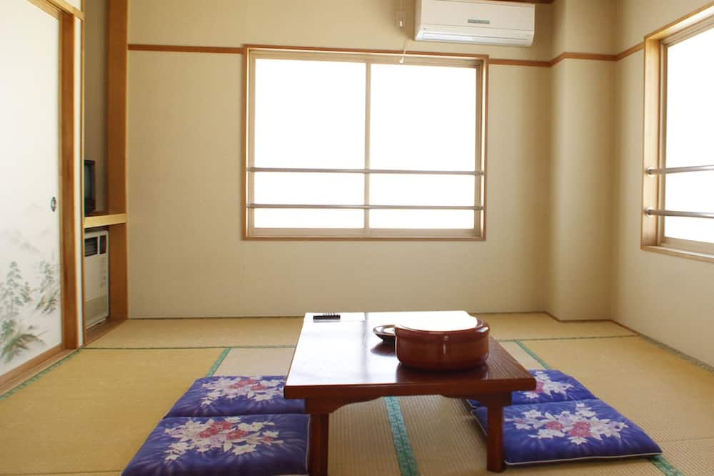 Japanese-Style Room with Shared Bathroom - In-Room Dining