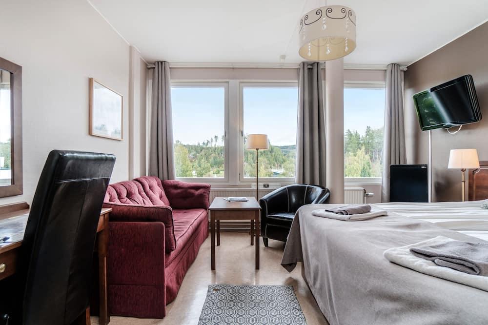 Kambarys (1 dvigulė / 2 viengulės lovos) (with Sofa Bed) - Svetainės zona