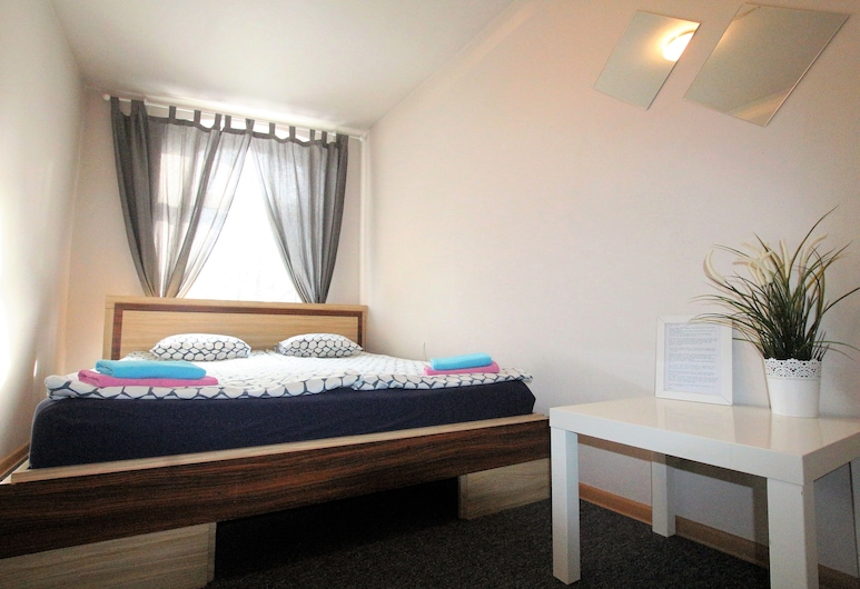 Slippers B&B House, Vilnius, Basic Double Room, 1 Queen Bed, Shared Bathroom, Guest Room