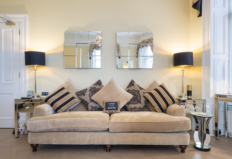 Marks @ The Manor, Aberdeen, Deluxe Apartment, 1 King Bed, River View, Ground Floor, Living Area
