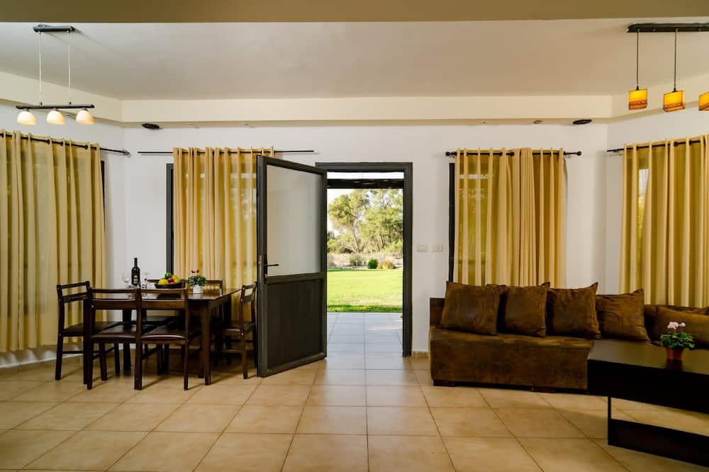 Paaugstināta komforta villa, divas guļamistabas - Dzīvojamā zona