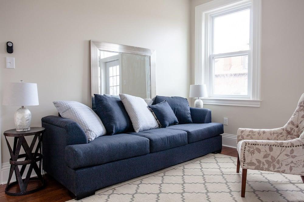 The Sarah Room - Living Area