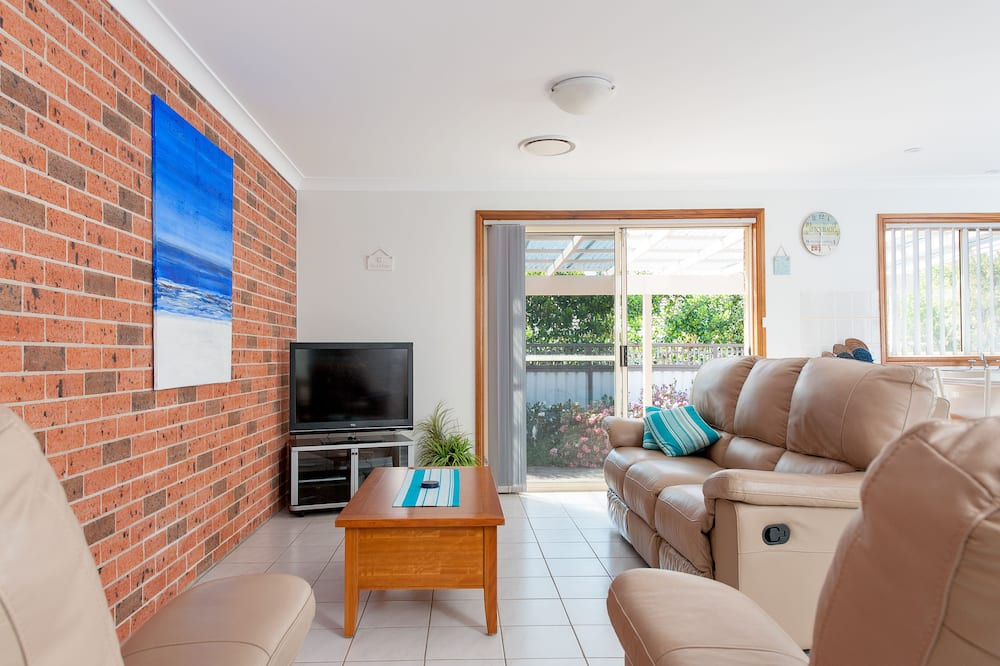Family Duplex, 3 Bedrooms, Accessible, Courtyard Area - Living Area