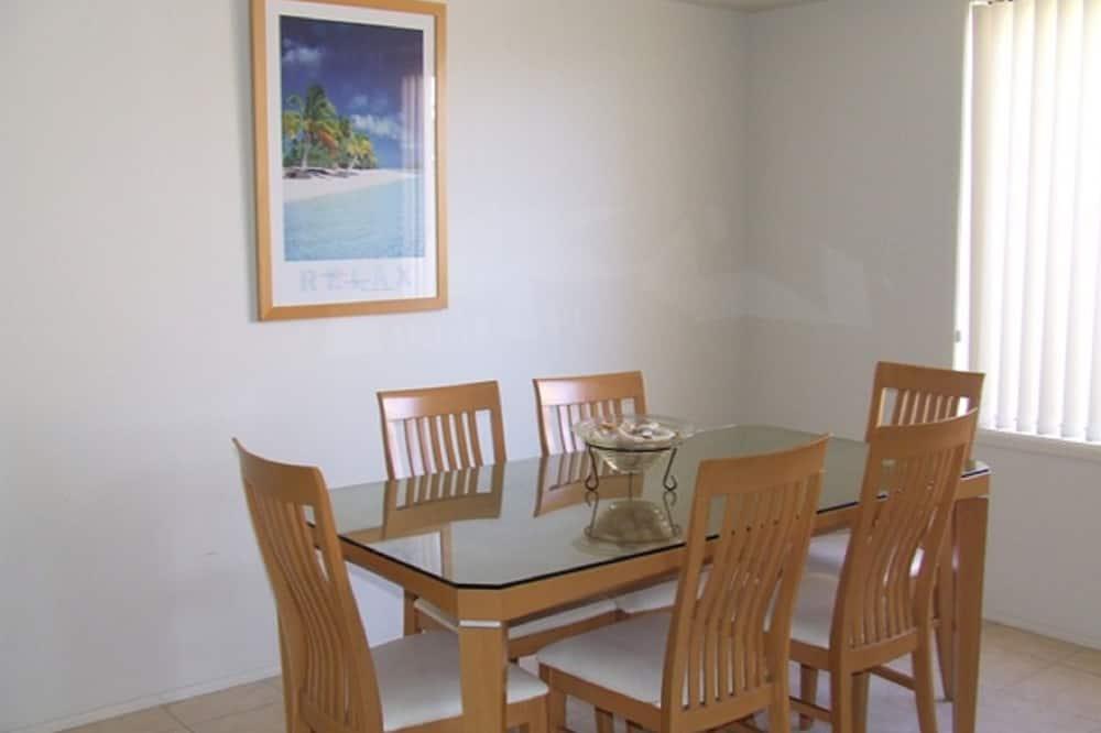 Family korter läbi kahe korruse, 4 magamistoaga - Einetamisala toas