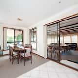 Familienhaus, 3Schlafzimmer - Essbereich im Zimmer