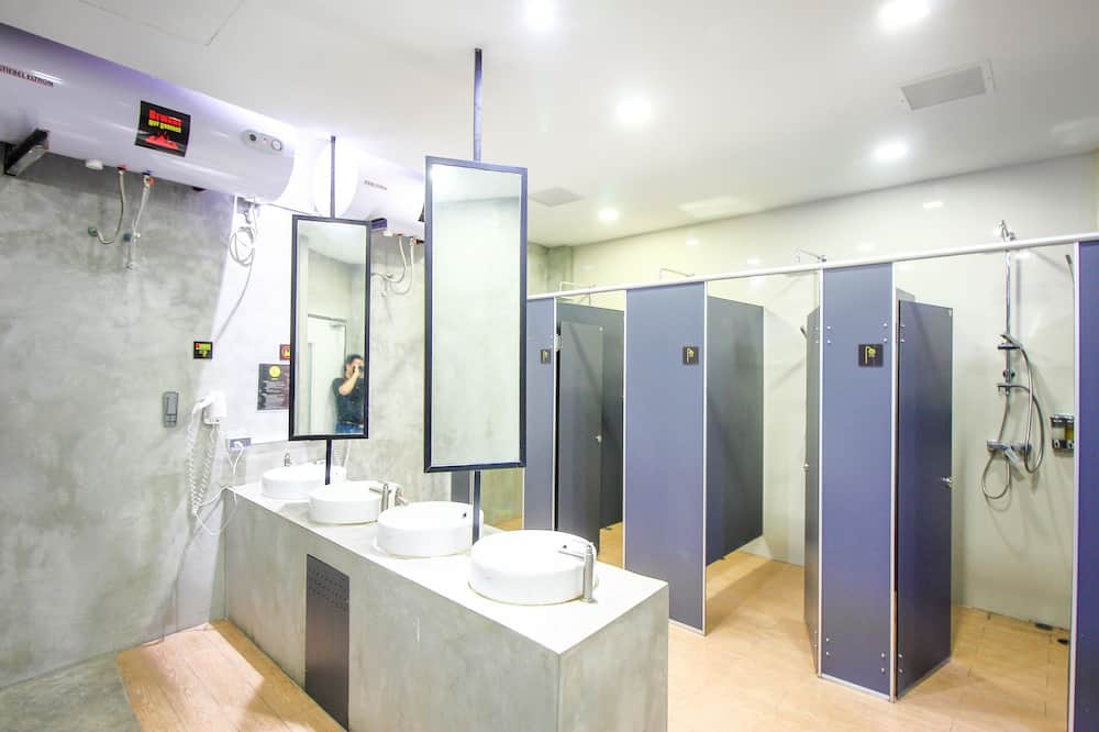 1 Person in 6-Bed Dormitory - Mixed - Bathroom
