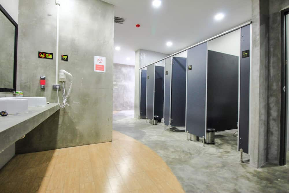 1 Person in 10-Bed Dormitory - Mixed - Bathroom