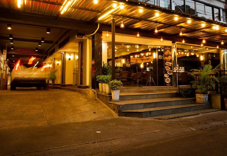 ベンツ ハウス, バンコク, ホテルのフロント - 夕方 / 夜間