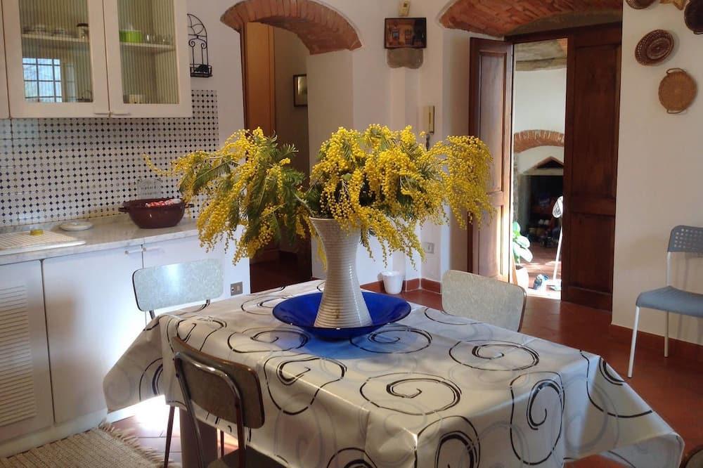 Comfort Apartment, 1 Bedroom, Vineyard View - In-Room Dining
