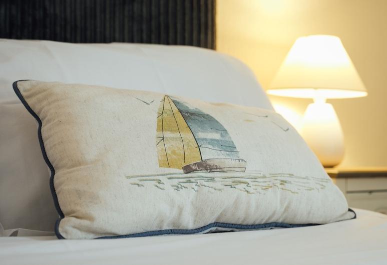 Lindholme Guest House, Tenby, Двухместный номер с 1 двуспальной кроватью, смежные ванная комната и спальня (Room 5), Номер
