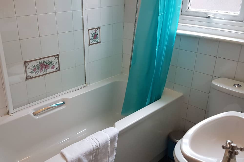 Basic kahetuba, ühiskasutatav vannituba - Vannituba