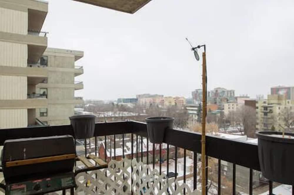 Luxusní soukromý byt, 2 ložnice, kuchyně, výhled na město - Balkón