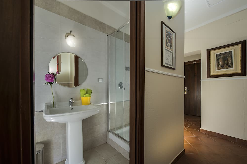 Gemeinsamer Schlafsaal, Gemischter Schlafsaal, Gemeinschaftsbad (max 4 pax - max 35 years old) - Badezimmer