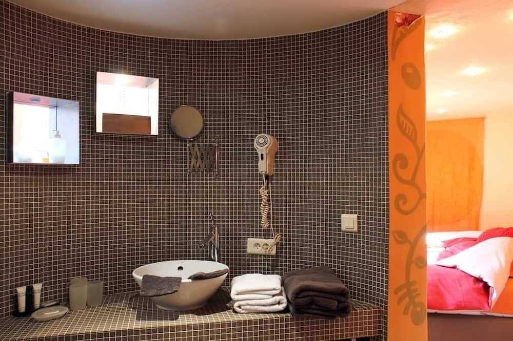 Romantic Suite, Garden View - Bathroom