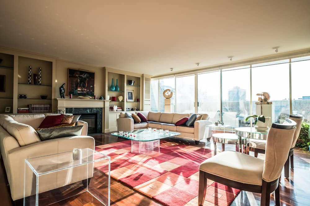 Superior Penthouse, 4 Bedrooms, City View - Living Room