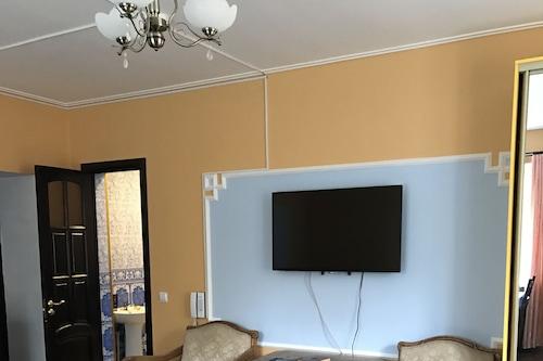 吉里比里酒店/
