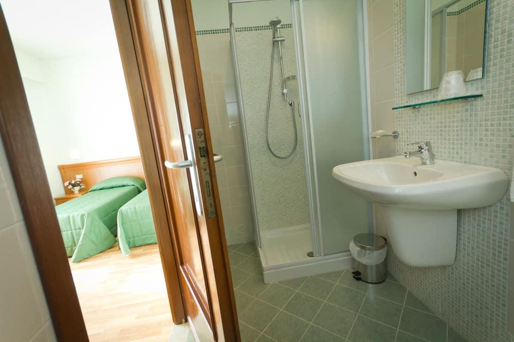 Panoramic-Doppel- oder -Zweibettzimmer, Stadtblick - Badezimmer