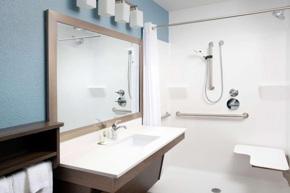 Room, 1 Katil Ratu (Queen), Accessible, Non Smoking (Roll-in Shower) - Bilik mandi