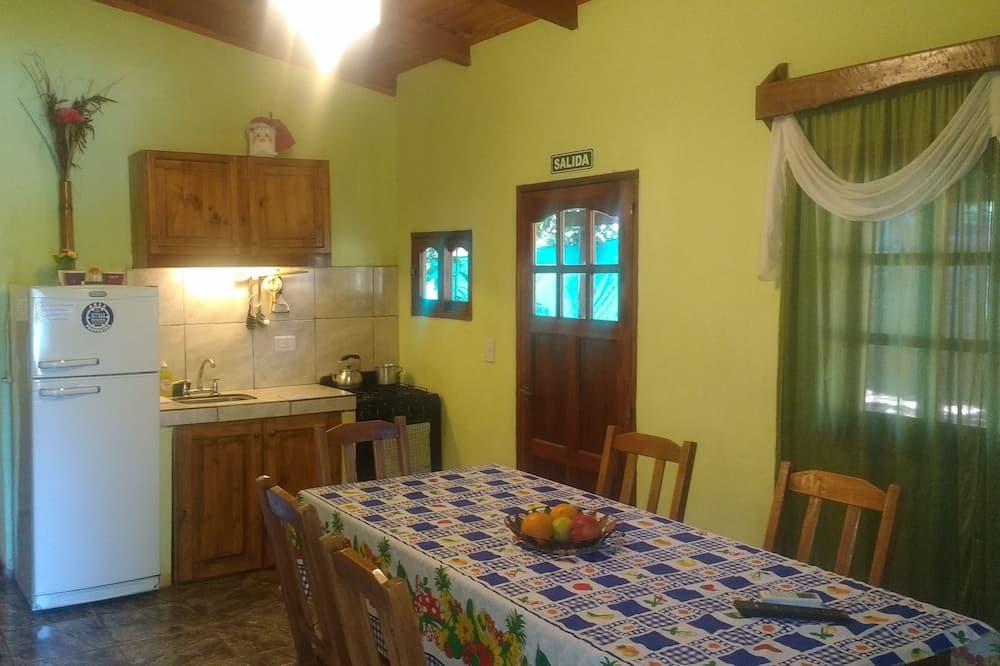 Familiehytte - 2 soveværelser - Spisning på værelset