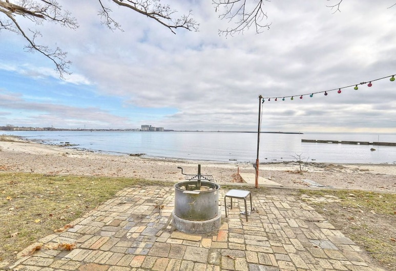 Exclusive Waterfront Beach House Retreat, Port Colborne, Terrace/Patio