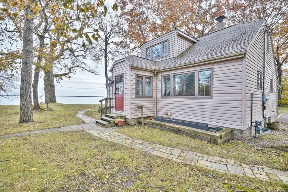 Exclusive Waterfront Beach House Retreat Port Colborne