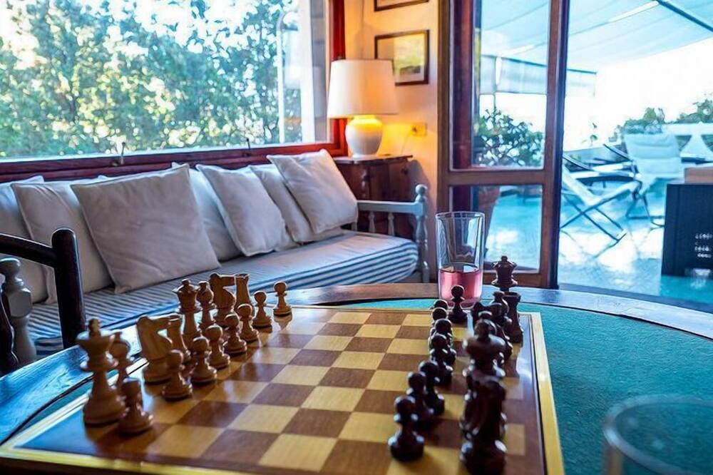 Comfort Villa, 4 Bedrooms, Sea View - Living Area