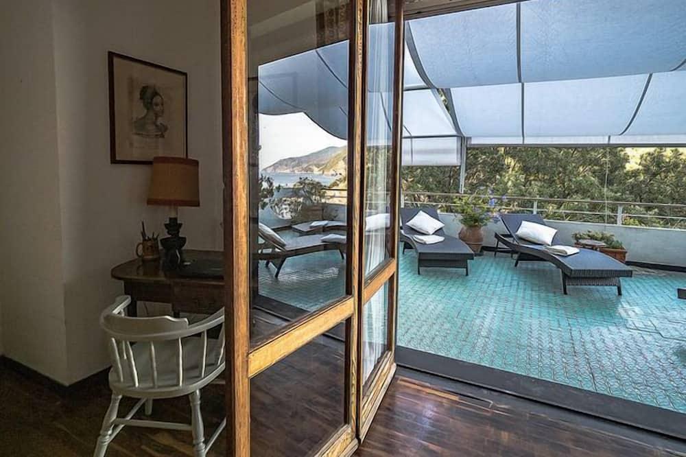 Comfort Villa, 4 Bedrooms, Sea View - Terrace/Patio
