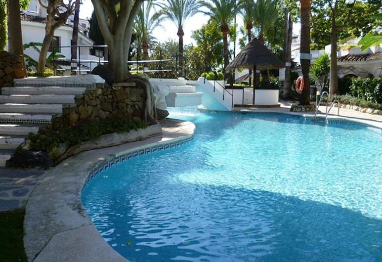 Apartment Real de Zaragoza, Marbella, Buitenzwembad