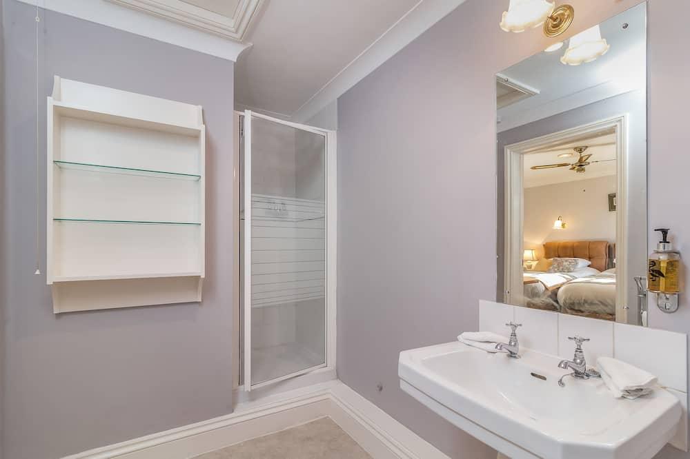 Double Room (Winchester) - Bathroom