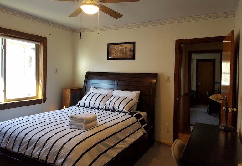 Kitty House Near Harvard Square, Cambridge, Standard Room, 1 Queen Bed, Shared Bathroom, Guest Room