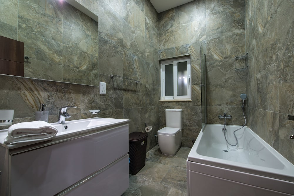 Comfort Apartment, 2 Bedrooms, Kitchen - Bathroom