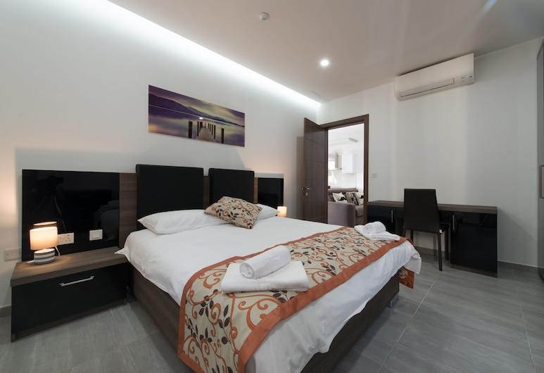 Hacienda Apartments, Sliema, Comfort Apartment, 2 Bedrooms, Kitchen, Bilik